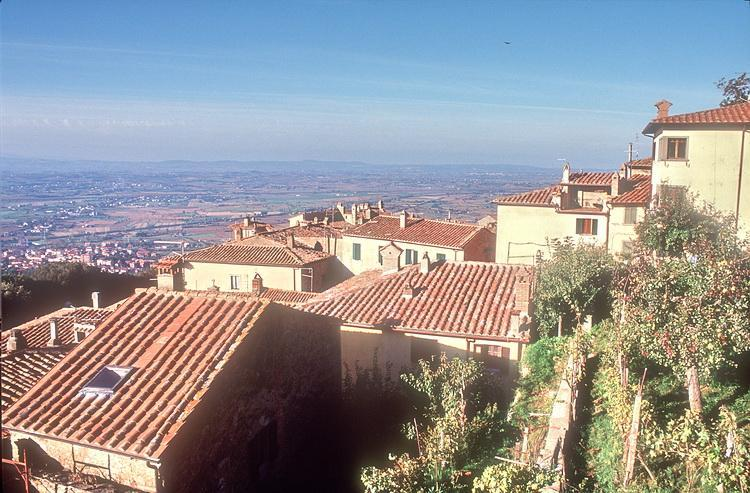 House in Cortona Tuscany with fantastic views