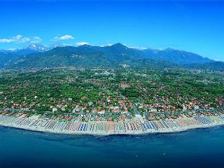 Pietrasanta:by sea,1 h.from Florence/Pisa/Lucca