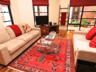 Central XTRA LARGE! 2 BR Townhouse