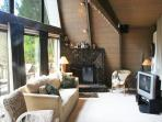 Relaxing Chalet that's Pet Friendly with a Hot Tub