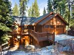 Elegant mountain home- jacuzzi, pool table, media room, views, internet