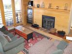 TR423 Inviting Condo w/Wifi, Clubhouse, Mountain Views, Fireplace