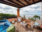 Beautiful oceanview condo- jacuzzi, balcony, kitchen, internet, a/c, TV