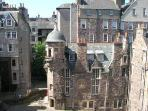 Edinburgh Castle Hill Apartment close to castle