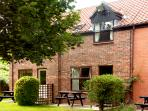 BIFFINS BERTH, pet friendly, with pool in Whitby, Ref 1837