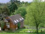 CIDER HOUSE, pet friendly, character holiday cottage, with a garden in Cleobury Mortimer, Ref 968
