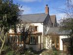 JESSAMINE COTTAGE, pet friendly, character holiday cottage, with a garden in Little Stretton, Ref 1673