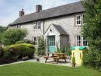ORCHARD VIEW, pet friendly, luxury holiday cottage, with a garden in Parwich, Ref 2244