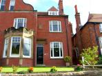 STERLING HOUSE, family friendly, with a garden in Robin Hood'S Bay, Ref 3637