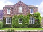 WAYSIDE HOUSE, country holiday cottage, with a garden in Harome, Ref 3536