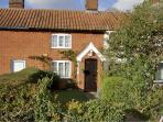 WILLOW BROOK COTTAGE, romantic, character holiday cottage, with open fire in Harleston, Ref 1895
