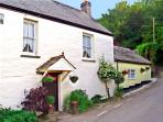 THE RETREAT, pet friendly, character holiday cottage, with a garden in St Keyne Near Looe, Ref 1678