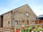 MEADOW VIEW, luxury holiday cottage, with a garden in Edale, Ref 2063