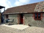 COWSLIP COTTAGE, family friendly, country holiday cottage, with a garden in Henstridge, Ref 2030