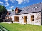NANTUSI COTTAGE, pet friendly, country holiday cottage, with pool in Kirriemuir, Ref 1905