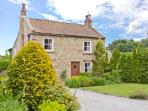 ROSE COTTAGE, pet friendly, character holiday cottage, with a garden in Piercebridge, Ref 1710