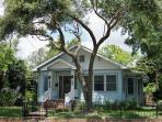Gulf Breeze Cottage- 3 bedrooms, great gulf view!