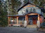 Cobblestone Cottage, Radium Hot Spring passes incl