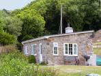 HEN FELIN ISAF, pet friendly, with open fire in Red Wharf Bay, Ref 3938