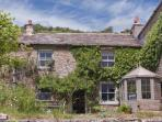 INTAKE COTTAGE, family friendly, character holiday cottage, with open fire in Low Row, Ref 4136
