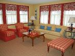 Charming Redbird Cottage- 3 blk walk 2 Lk MI Beach
