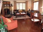 Affordable Award Winning Golf Chalet - Fireplace, Jacuzzi, HD TV, and WiFi