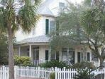 Southern Charm 5 Bed / 3 Bath Private Heated Pool