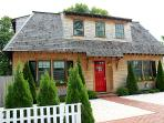 1590 - ELEGANT HOUSE LOCATED IN THE HEART OF DOWNTOWN EDGARTOWN