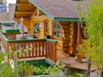 Sand Dollar Log Cabin, Water Front, Hot Tub, BC