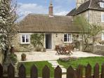 FARM VIEW COTTAGE, pet friendly, country holiday cottage, with open fire in Upper Seagry, Ref 7125