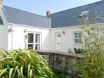 Child Friendly Holiday Cottage - 6 Tudor Lodge Cottages, Jameston