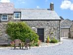 STABLE 1, family friendly, country holiday cottage, with a garden in Llanbedrog, Ref 7234