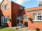 WOODCROFT COTTAGE, pet friendly, with a garden in Bridlington, Ref 8775