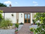 ELDER COTTAGE, family friendly, country holiday cottage, with a garden in Caldwell, Ref 6760
