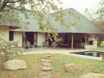 Luxury bushveld lodge bordering on Kruger Park