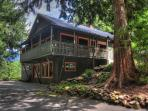 Crystal Creek Chalet -Secluded Riverfront, Dogs OK