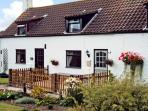 1 THE HOMESTEAD, pet friendly, character holiday cottage, with a garden in Osgodby, Ref 11146