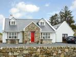 HONEYSUCKLE LODGE, family friendly, country holiday cottage, with a garden in Clifden, County Galway, Ref 10037