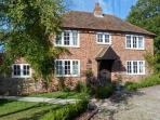 SHEPHERD'S FARM HOUSE, family friendly, character holiday cottage, with a garden in Lenham Heath, Ref 7364