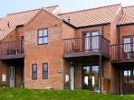 WADDLEDUCK, pet friendly, with a garden in Whitby, Ref 11492