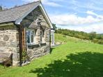 TY BACH, romantic, character holiday cottage, with a garden in Bala, Ref 10706