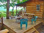 Bear Hug Cabin - 1 Bedroom Minutes from Town with Hot Tub and Mountain View