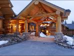 Elegance meets Seclusion - Luxury Log home on 50 acres (13156)