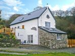 RED KITES RETREAT, family friendly, luxury holiday cottage, with a garden in Eglwysbach, Ref 13007