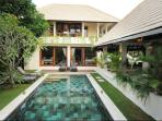 Beautiful Lane Villa, Central Seminyak! 3 or 4BR