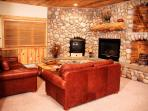 Timber Wolf 8C: Cozy Cabin Home with Private Parking—the Ultimate Mountain Getaway