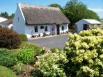 An Caladh Gearr Thatched Cottage , Bed & Breakfast