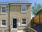4 THE OLD POST OFFICE MEWS, quality mews cottage, enclosed patio, close to amenities, in Brading, Ref 10532