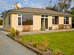 TEACH NA GREINE, single storey, fabulous sea and mountain views, open fire, pet friendly cottage in Ballinskelligs, Ref 16001