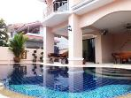 Spacious 4 Bedroom Villa Private  Pool / Jacuzzi